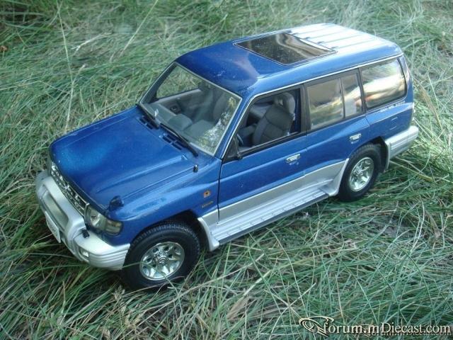 AutoArt 1:18 Mitsubishi Pajero II