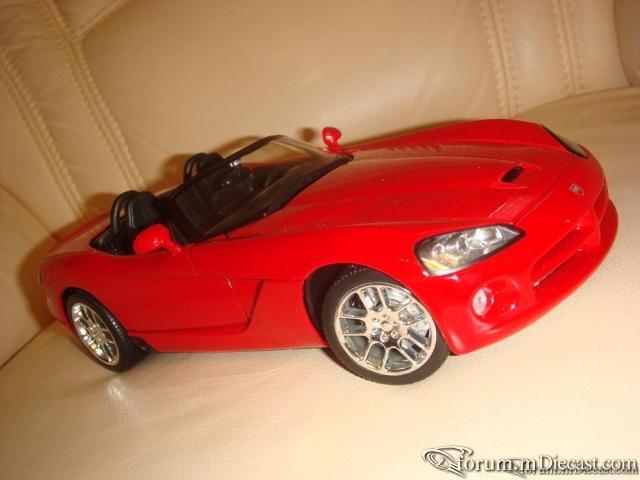 Maisto 1:18 Dodge Viper SRT-10