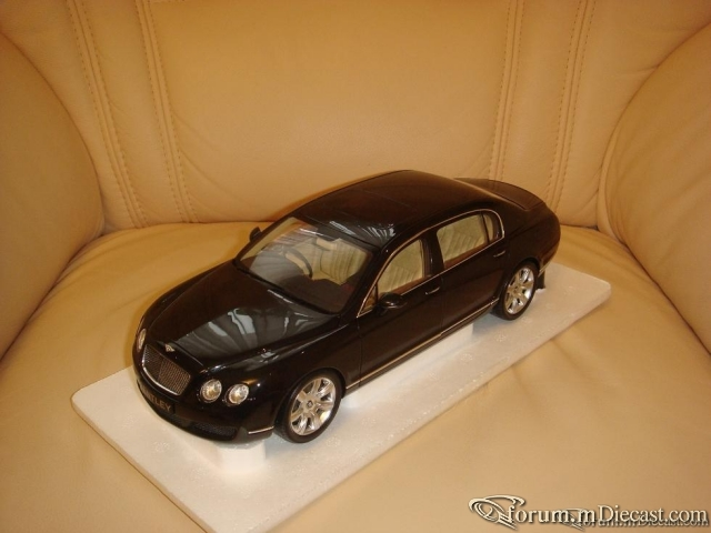 Minichamps 1:18 Bentley GT Continental Flying Spur