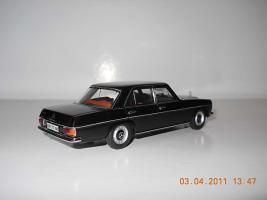 Прикрепленное изображение: Colobox_Mercedes-Benz_200_W115_Ixo~02.jpg