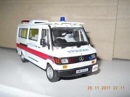 Прикрепленное изображение: Colobox_Mercedes-Benz_310_T1_Police_Hong_Kong_EU_Corgi~03.jpg
