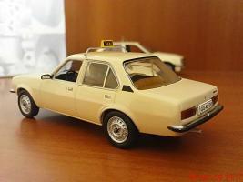 Прикрепленное изображение: Colobox_Opel_Ascona_B_Taxi_Schuco~02.jpg
