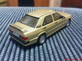 Прикрепленное изображение: Colobox_Mercedes-Benz_W201_Altaya~02.jpg