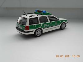 Прикрепленное изображение: Colobox_VW_Golf_A4_Variant_Zoll_Minichamps~02.jpg