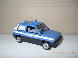 Прикрепленное изображение: Colobox_FIAT_Panda_Polizia_Minichamps~01.jpg