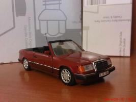 Прикрепленное изображение: Colobox_Mercedes-Benz_300CE-24_Cabrio_A124_Minichamps~03.jpg