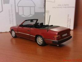 Прикрепленное изображение: Colobox_Mercedes-Benz_300CE-24_Cabrio_A124_Minichamps~02.jpg
