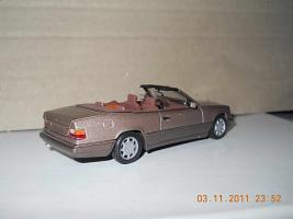 Прикрепленное изображение: Colobox_Mercedes-Benz_E320_Cabrio_A124-FL_Minichamps~02.jpg