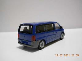 Прикрепленное изображение: Colobox_Mercedes-Benz_Vito_kombi_NZG~02.jpg