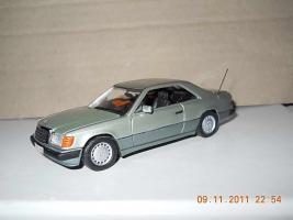 Прикрепленное изображение: Colobox_Mercedes-Benz_300CE-24_C124_Minichamps~04.jpg
