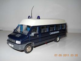 Прикрепленное изображение: Colobox_Iveco_TurboDaily_Carabinieri_OldCars~01.jpg