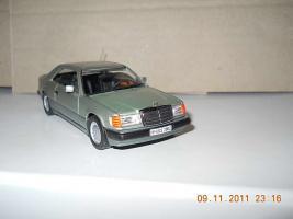 Прикрепленное изображение: Colobox_Mercedes-Benz_300CE-24_C124_Minichamps~02.jpg