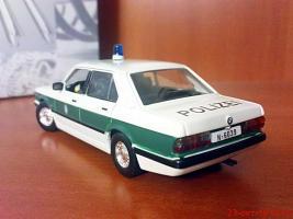 Прикрепленное изображение: Colobox_BMW_518_E28_UniversalHobbies-Bond~03.jpg