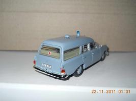 Прикрепленное изображение: Colobox_Mercedes-Benz_F110_Binz_Krankenwagen_Minichamps~02.jpg