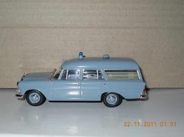 Прикрепленное изображение: Colobox_Mercedes-Benz_F110_Binz_Krankenwagen_Minichamps~03.jpg