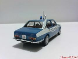 Прикрепленное изображение: Colobox_Alfa-Romeo_Alfetta_Polizia_Minichamps~03.jpg