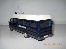 Прикрепленное изображение: Colobox_Iveco_TurboDaily_Carabinieri_OldCars~03.jpg