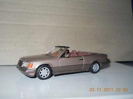 Прикрепленное изображение: Colobox_Mercedes-Benz_E320_Cabrio_A124-FL_Minichamps~01.jpg