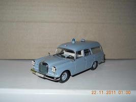 Прикрепленное изображение: Colobox_Mercedes-Benz_F110_Binz_Krankenwagen_Minichamps~01.jpg