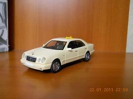 Прикрепленное изображение: Colobox_Mercedes-Benz_E200_Classic_W210_Taxi_Herpa~01.jpg