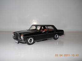 Прикрепленное изображение: Colobox_Mercedes-Benz_200_W115_Ixo~01.jpg