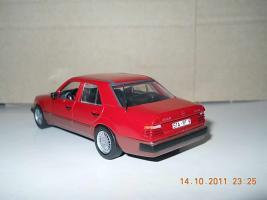 Прикрепленное изображение: Colobox_Mercedes-Benz_300D_turbo_W124_Minichamps~03.jpg