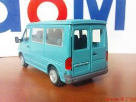 Прикрепленное изображение: Colobox_Mercedes-Benz_Sprinter_NZG~05.jpg