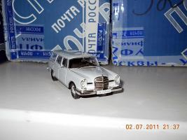 Прикрепленное изображение: Colobox_Mercedes-Benz 230S_Universal_Altaya~02.jpg