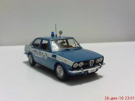 Прикрепленное изображение: Colobox_Alfa-Romeo_Alfetta_Polizia_Minichamps~02.jpg