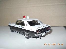 Прикрепленное изображение: Colobox_Nissan_Skyline_2000GT_C110_Police_DISM~02.jpg