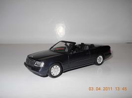 Прикрепленное изображение: Colobox_Mercedes-Benz_E320_Cabrio_A124-FL_Herpa~01.jpg