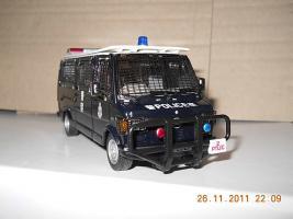 Прикрепленное изображение: Colobox_Mercedes-Benz_310_T1_Police_Hong_Kong_PTU_Corgi~02.jpg