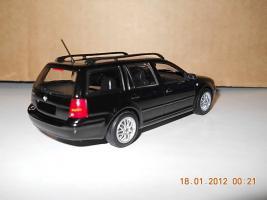 Прикрепленное изображение: Colobox_VW_Bora_Variant_Minichamps~02.jpg