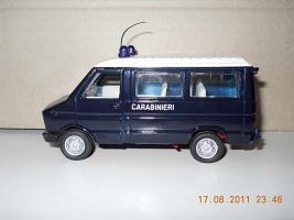 Прикрепленное изображение: Colobox_Iveco_Daily_Carabinieri_OldCars~03.jpg