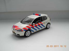 Прикрепленное изображение: Colobox_VW_Golf_Politie_Schuco~01.jpg