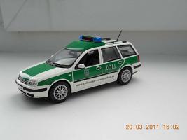 Прикрепленное изображение: Colobox_VW_Golf_A4_Variant_Zoll_Minichamps~01.jpg