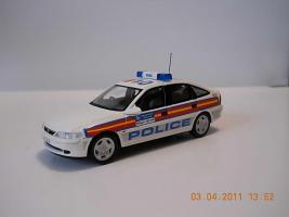 Прикрепленное изображение: Colobox_Vauxhall_Vectra_HB_Police-GB_Schuco~03.jpg
