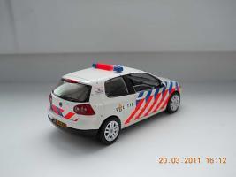 Прикрепленное изображение: Colobox_VW_Golf_Politie_Schuco~02.jpg