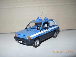 Прикрепленное изображение: Colobox_FIAT_Panda_Polizia_Minichamps~02.jpg