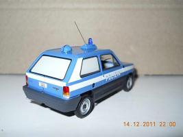 Прикрепленное изображение: Colobox_FIAT_Panda_Polizia_Minichamps~03.jpg