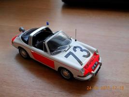 Прикрепленное изображение: Colobox_Porsche_911_Politie_Minichamps~02.jpg