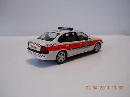 Прикрепленное изображение: Colobox_Vauxhall_Vectra_Police-GB_Schuco~04.jpg