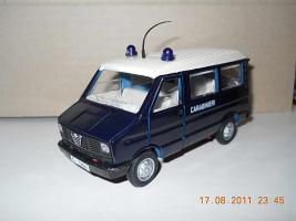 Прикрепленное изображение: Colobox_Iveco_Daily_Carabinieri_OldCars~01.jpg
