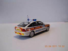 Прикрепленное изображение: Colobox_Vauxhall_Vectra_HB_Police-GB_Schuco~04.jpg