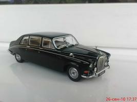 Прикрепленное изображение: Colobox_Daimler_DS420_Oxford~01.jpg