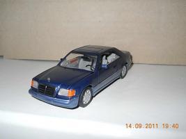 Прикрепленное изображение: Colobox_Mercedes-Benz_E320_Coupe_C124-FL_Minichamps~02.jpg