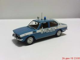 Прикрепленное изображение: Colobox_Alfa-Romeo_Alfetta_Polizia_Minichamps~01.jpg
