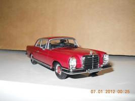Прикрепленное изображение: Colobox_Mercedes-Benz_280SE_3-5_W111_Minichamps-MCW~04.jpg