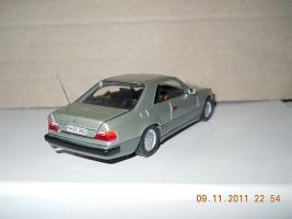 Прикрепленное изображение: Colobox_Mercedes-Benz_300CE-24_C124_Minichamps~03.jpg