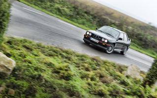 Прикрепленное изображение: 1990-BMW-M3-E30-sport-evolution-front-in-motion.jpg